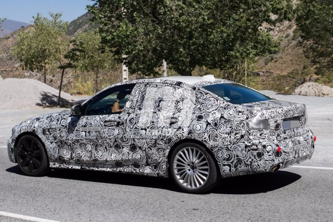 BMW 325e iPerformance 2019 - foto espía