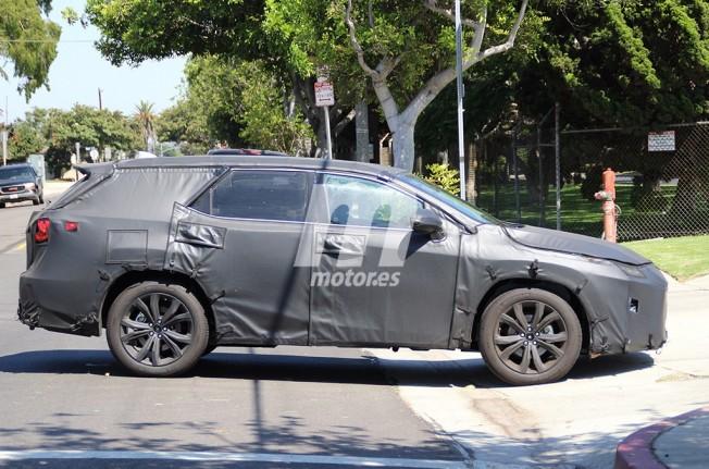Lexus RX L 2018 - foto espía lateral