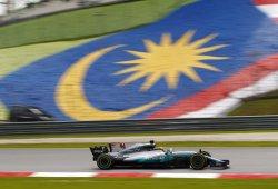 Hamilton consigue su 70ª pole, con Vettel KO