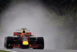 Verstappen domina la mojada primera tanda de libres