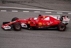 Vettel reina en seco, pero desconfía de Red Bull y Mercedes