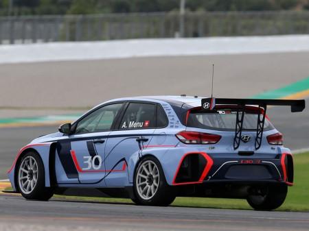 El Hyundai i30 N TCR hará su debut con Menu y Tarquini