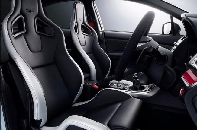 Subaru WRX STI S208 - interior