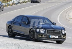 El Bentley Flying Spur 2019 continúa su desarrollo muy camuflado