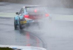 Tom Chilton gana en Motegi, con Honda y Volvo 'a golpes'