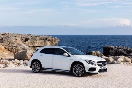 Mercedes modifica equipamientos en sus compactos para 2018