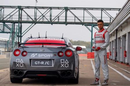 ¡Increíble! Conduce un Nissan GT-R con un mando de PlayStation y alcanza los 210 km/h