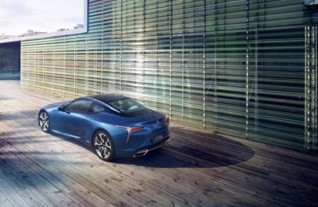Lexus LC Structural Blue Edition, una edición limitada con un color inspirado en una mariposa