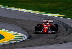 """Vettel reconoce que Ferrari lo tendrá """"difícil"""" para batir a Mercedes"""