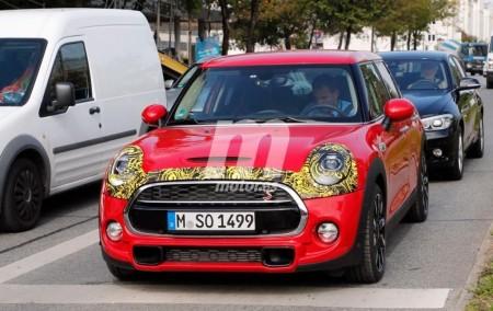 El renovado MINI Cooper S de 5 puertas cazado casi al desnudo