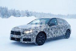 El nuevo BMW Serie 1 F40 se enfrenta a la nieve en sus últimas pruebas