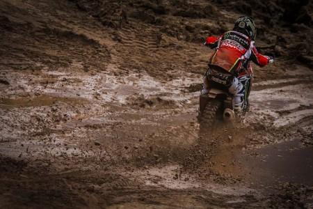 Dakar 2018, etapa 7: Barreda gana y se lesiona la rodilla