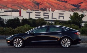 La CNBC acusa a Tesla de fabricar las baterías de manera insegura