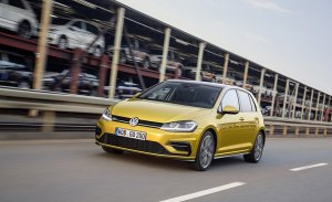 Alemania - Diciembre 2017: Volkswagen Golf, el coche más vendido en 42 de los últimos 43 años
