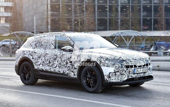 Audi e-tron quattro - foto espía