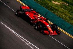 Vettel le levanta la victoria a Hamilton en boxes