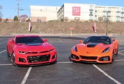 Carreras ilegales: Chevrolet Camaro ZL1 vs Chevrolet Corvette ZR1
