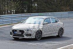 El Hyundai i30 Fastback N pierde camuflaje a su paso por Nürburgring