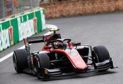 George Russell remonta y arrasa en la carrera larga; Merhi, 8º