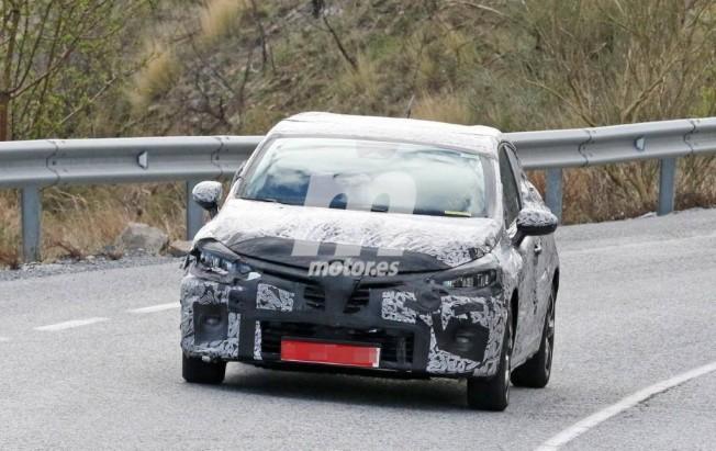 Renault Clio 2019 - foto espía frontal