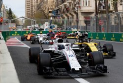 Alonso critica la agresividad de los pilotos de mitad de parrilla