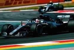 Hamilton saca la cabeza en los segundos libres