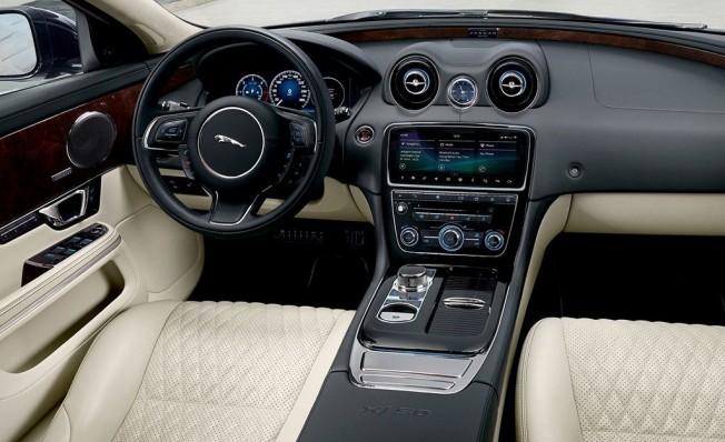 Jaguar XJ50 - interior