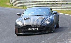 El Aston Martin DBS Superleggera estrena tablero de mandos