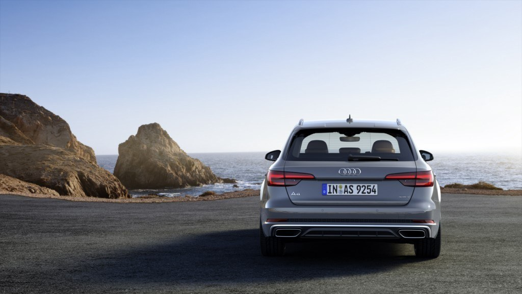 audi-a4-s-line-competition-201847824_11.
