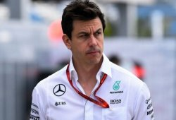 """Wolff: """"Los motores Renault, Ferrari y Mercedes están muy parejos"""""""