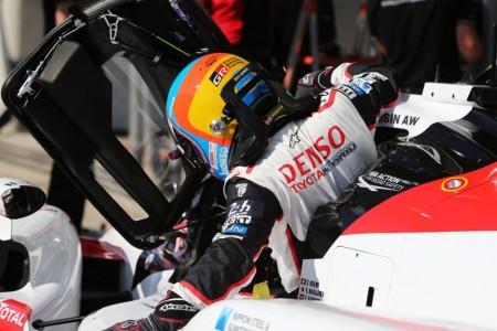 """Alonso: """"Me divertí mucho en pista, fue un día interesante"""""""