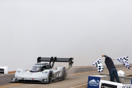 Dumas cree que podría bajar 10 segundos más el récord de Pikes Peak
