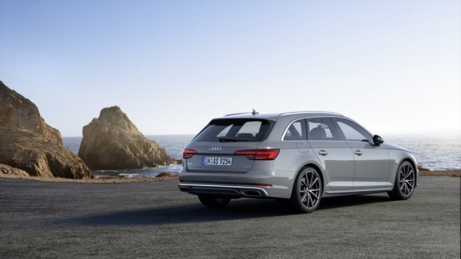 audi-a4-s-line-competition-201847824_10.jpg