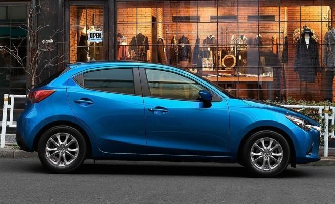 Mazda2 - lateral