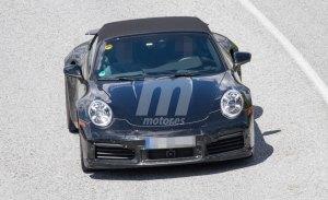 El nuevo Porsche 911 Turbo Cabriolet 992 rueda junto al coupé