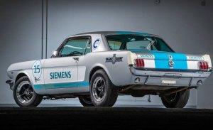 El primer coche autónomo en Goodwood ha sido un Mustang clásico (y no salió bien)