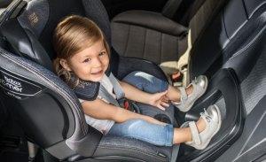 Por qué tus hijos deben viajar de espaldas hasta los 4 años y dos sillas para hacerlo
