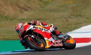 Márquez gana una apasionante carrera de MotoGP en Assen