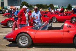 El 50º aniversario del Ferrari Dino reunió cientos de unidades en Maranello