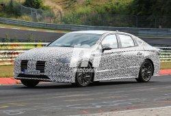 El nuevo Hyundai i40 2019 se deja ver a su paso por Nürburgring