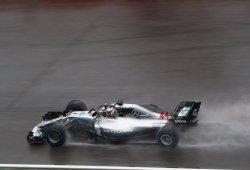Vibrante pole de Hamilton bajo la lluvia de Hungaroring