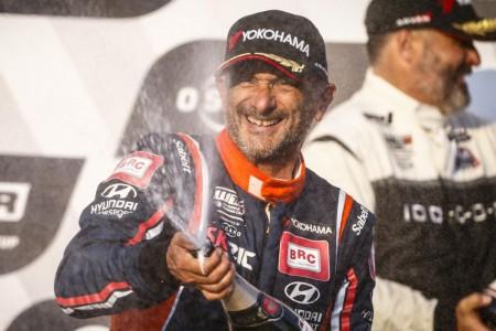Gabriele Tarquini abandona Eslovaquia al frente del WTCR