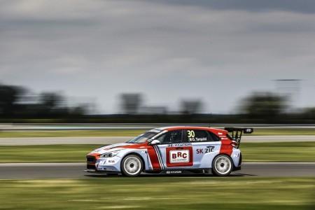 El incombustible Gabriele Tarquini gana en Eslovaquia
