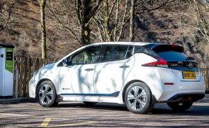 Reino Unido se electrifica: las casas nuevas tendrán cargadores para coches eléctricos