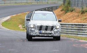 El nuevo Mercedes GLB comienza a perder camuflaje en Nürburgring