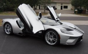 Mecum subasta de nuevo el Ford GT '17 por el que Ford la demanda