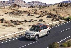 Francia - Julio 2018: El Citroën C3 Aircross supera sus límites