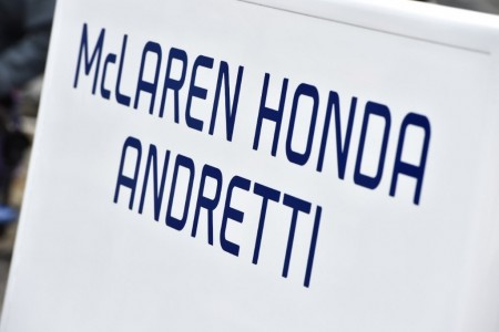 Honda no descarta motorizar a Alonso el año próximo