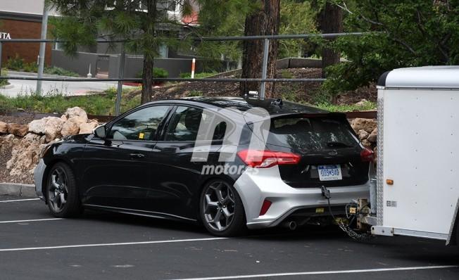 Ford Focus ST 2019 - foto espía posterior