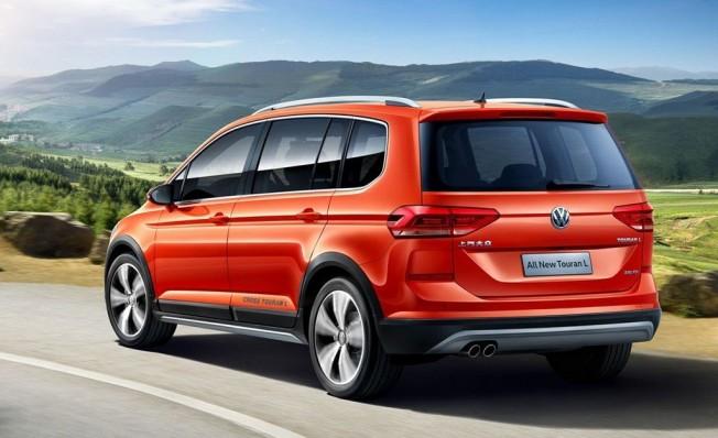 Volkswagen Cross Touran L - posterior